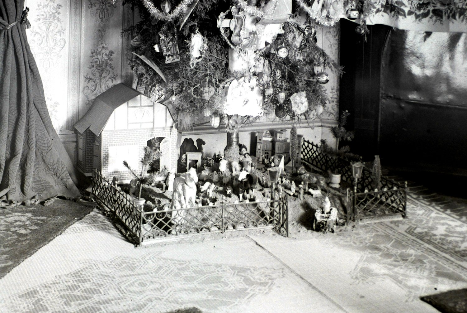 Vintage Christmas photographs from the 1930s.