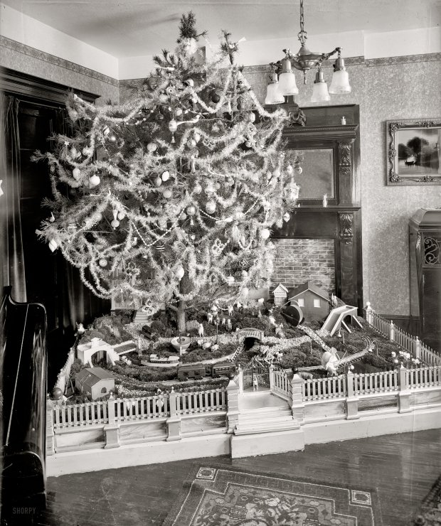 Vintage Christmas photos from the 1920s.